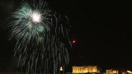 Ο Αττικός ουρανός φωτίζεται από πυροτεχνήματα πάνω από τον Παρθενώνα στο λόφο της Ακρόπολης, κατά τη διάρκεια των εορτασμών της Πρωτοχρονιάς του 2017 στην Αθήνα, Κυριακή 01 Ιανουαρίου 2017. ΑΠΕ-ΜΠΕ, ΣΥΜΕΛΑ ΠΑΝΤΖΑΡΤΖΗ