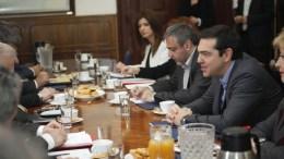 Ο πρωθυπουργός Αλέξης Τσίπρας (Δ) συναντήθηκε με δημάρχους της δυτικής Θεσσαλονίκης, Τετάρτη 14 Δεκεμβρίου 2016. Ο πρωθυπουργός βρίσκεται στην Θεσσαλονίκη όπου εξήγγειλε την επέκταση του προγράμματος σχολικών γευμάτων σε περιοχές της Δυτικής Θεσσαλονίκης που έχουν χτυπηθεί ιδιαίτερα από την οικονομική κρίση. ΑΠΕ-ΜΠΕ, ΝΙΚΟΣ ΑΡΒΑΝΙΤΙΔΗΣ