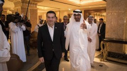 Φωτογραφία που δόθηκε στη δημοσιότητα από το Γραφείο Τύπου του πρωθυπουργού και εικονίζει τον πρωθυπουργό, Αλέξη Τσίπρα, να συνομιλεί με τον διάδοχο του θρόνου του 'Αμπου Ντάμπι, τον Σεΐχη Μοχάμεντ Μπιν Ζάγεντ αλ Νάχιαν, κατά τη διάρκεια συνάντησης που είχαν, στο περιθώριο της Διάσκεψης για την Προστασία της Πολιτιστικής Κληρονομιάς της UNESCO, στο 'Αμπου Ντάμπι, Σάββατο, 03 Δεκεμβρίου 2016. ΑΠΕ-ΜΠΕ, ΓΡΑΦΕΙΟ ΤΥΠΟΥ ΠΡΩΘΥΠΟΥΡΓΟΥ, Andrea Bonetti