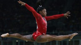 Simone Biles of the USA competes in the women's Balance Beam final for the Rio 2016 Olympic Games Artistic Gymnastics events at the Rio Olympic Arena in Barra da Tijuca, Rio de Janeiro, Brazil, 15 August 2016.  EPA/HOW HWEE YOUNG
