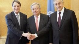 ΦΩΤΟΓΡΑΦΙΑ ΑΡΧΕΙΟΥ. Ο Γενικός Γραμματέας του ΟΗΕ Αντόνιο Γκουτιέρες (Κ), ο Πρόεδρος της Κυπριακής Δημοκρατίας Νίκος Αναστασιάδης (Α) και ο Μουσταφά Ακιντζί (Δ). Φωτογραφία Αρχείου. ΑΠΕ-ΜΠΕ, ΚΥΠΕ, ΚΑΤΙΑ ΧΡΙΣΤΟΔΟΥΛΟΥ