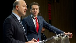 Pierre MOSCOVICI, Member of the European Commission (left) and Jeroen DIJSSELBLOEM, President of the Eurogroup. Copyright: European Union