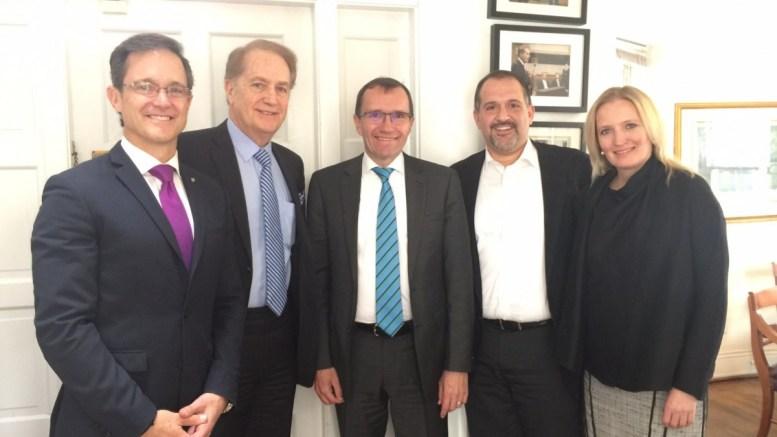 Ο Έσπεν Άιντα με τον Εντι Ζεμενίδη, τον Μάικ Μανάτο, τον Έντι Μανάτο. Φωτογραφία via Twitter