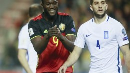 Romelu Lukaku (C) of Belgium reacts next to Kostas Manolas (R) of Greece during the FIFA World Cup 2018 qualifying soccer match Belgium vs Greece at King Baudoin stadium in Brussels, Belgium, 25 March 2017. EPA, OLIVIER HOSLET