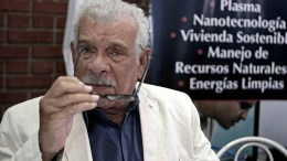 A file picture dated 22 August 2012 shows 1992 Nobel Prize in Literature laureate Derek Walcott gestures a press conference in San Jose, Costa Rica. According to reports, Derek Walcott died on 17 March 2017 at the age of 87.  EPA/JEFFREY ARGUEDAS *** Local Caption *** 50491192