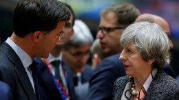 Dutch Prime Minister Mark Rutte (L) and British Prime Minister Theresa May (R). EPA/JULIEN WARNAND