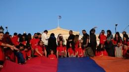 Αρμένιοι διαδηλώνουν κάνοντας πορεία προς την Τουρκική πρεσβεία στην Αθήνα στη σημερινή Ημέρα Μνήμης της Γενοκτονίας των Αρμενίων από τους Τούρκους το 1915, Δευτέρα 24 Απριλίου 2017. ΑΠΕ-ΜΠΕ, Αλέξανδρος Μπελτές