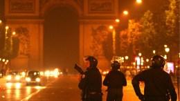 Police officers patrol Champs Elysees avenue, in Paris.  EPA, LUCAS DOLEGA