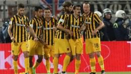 Οι παίκτες της ΑΕΚ πανηγυρίζουν κατά τη διάρκεια του τελικού αγώνα κυπέλλου Ελλάδας, το Σάββατο 6 Μαΐου 2017, στο «Πανθεσσαλικό» Στάδιο, στο Βόλο. ΑΠΕ ΜΠΕ, PIXEL, ΣΩΤΗΡΗΣ ΜΠΑΡΜΠΑΡΟΥΣΗΣ