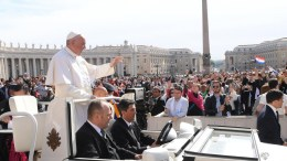Pope Francis greets the faithful during his weekly general audience in St. Peter`s Square,Vaican City. EPA, MAURIZIO BRAMBATTI