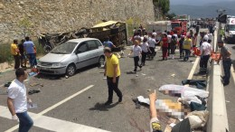 Dead bodies lie on the ground at the scene of a traffic accident near Mugla city, Turkey, 13 May 2017. A tour bus crashed killing at least 17 and injuring at least 11 others. EPA, DURMUS GENC
