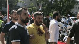 Στιγμιότυπο από τα επεισόδια έξω από την τουρκική πρεσβεία που προκάλεσαν οι μπάτσοι του Ταγίπ Ερντογάν. Φωτογραφία ΠΕΤΡΟΣ ΚΑΣΦΙΚΗΣ, WWW.MIGNATIOU.COM