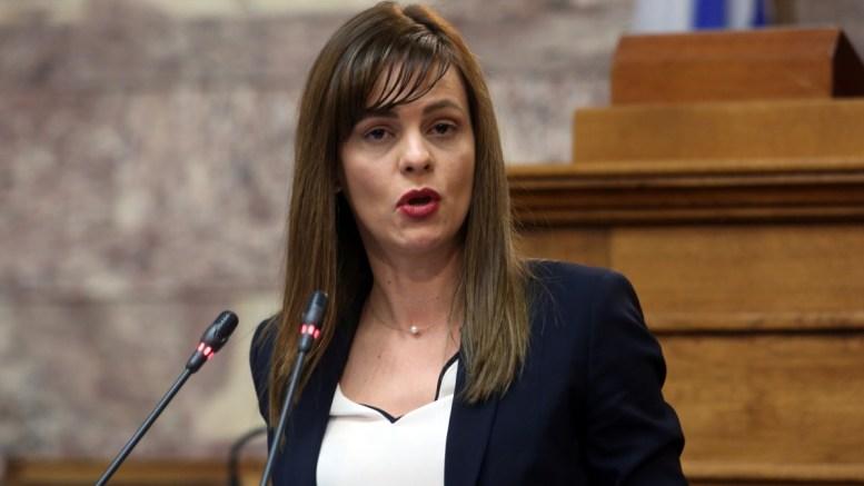 Η υπουργός Εργασίας Κοινωνικής Ασφάλισης και Κοινωνικής Αλληλεγγύης Έφη Αχτσιόγλου μιλά στη Βουλή. Φωτογραφία Αρχείου. ΑΠΕ-ΜΠΕ/Αλέξανδρος Μπελτές