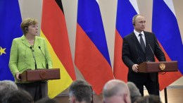 Russian President Vladimir Putin (R) and German Chancellor Angela Merkel (L) attend a joint news conference following their meeting at the Bocharov Ruchei residence in the Black sea resort of Sochi, Russia, 02 May 2017. Angela Merkel arrived in Russia to discuss prospects of bilateral relations, as well as Ukrainian crisis settlement and situation in Syria. EPA/ALEXEY NIKOLSKY / SPUTNIK / KREMLIN POOL MANDATORY CREDIT