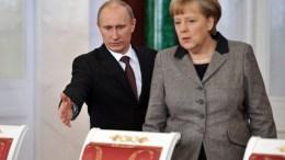 Russian President Vladimir Putin (L) gestures to German Chancellor Angela Merkel (R). EPA/ALEXEY NIKOLSKY / RIA NOVOSTI / KREMLIN POOL MANDATORY CREDIT