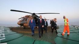 "File Photo: Ο γαμπρός του Ερντογάν και υπουργός Ενέργειας της Τουρκίας στο Barbaros  με τον παράνομο ""υπουργό"" του κατοχικού καθεστώτος, Σουνάτ Ατούν. Φωτογραφία τουρκικό υπουργείο Ενέργειας."