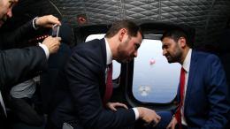 "File Photo: Ο γαμπρός του Ερντογάν και υπουργός Ενέργειας της Τουρκίας στο ελικόπτερο για το Barbaros, με τον παράνομο ""υπουργό"" του κατοχικού καθεστώτος, Σουνάτ Ατούν. Φωτογραφία τουρκικό υπουργείο Ενέργειας."