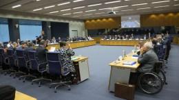 Η αίθουσα όπου διεξάγονται οι εργασίες του Eurogroup. Δεξιά ο Γερμανός υπουργός Οικονομικών Σόιμπλε. Copyright: European Union