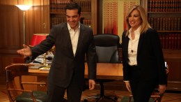 File PHOTO: Ο πρωθυπουργός Αλέξης Τσίπρας (Α) με την πρόεδρο του ΠΑΣΟΚ και επικεφαλής της Δημοκρατικής Παράταξης Φώφη Γεννηματά (Δ) στο Μέγαρο Μαξίμου. Φωτογραφία ΑΠΕ-ΜΠΕ, Αλέξανδρος Μπελτές