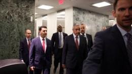 File Photo: Ο κατοχικός ηγέτης Μουσταφά Ακιντζί συνοδευόταν στο δείπνο εργασίας με τον ΓΓ του ΟΗΕ, Αντόνιο Γκουτέρες και τον Πρόεδρο της Δημοκρατίας, Νίκο Αναστασιάδη από τον Οζντίλ Ναμί. Φωτογραφία ΑΠΟΣΤΟΛΗΣ ΖΟΥΠΑΝΙΩΤΗΣ