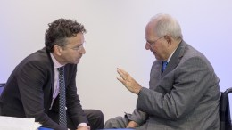 From left to right: Mr Jeroen DIJSSELBLOEM, President of the Eurogroup; Mr Wolfgang SCHAUBLE, German Federal Minister for Finance. Copyright: European Union