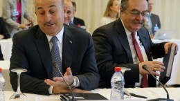 ΦΩΤΟΓΡΑΦΙΑ ΑΡΧΕΙΟΥ: Ο υπουργός Εξωτερικών της Τουρκίας Μεβλούτ Τσαβούσογλου(Α) συμμετέχει στη δεύτερη μέρα της Διάσκεψης για το Κυπριακό στο Crans Montana της Ελβετίας. ΑΠΕ- ΜΠΕ/ΚΥΠΕ/ΚΑΤΙΑ ΧΡΙΣΤΟΔΟΥΛΟΥ