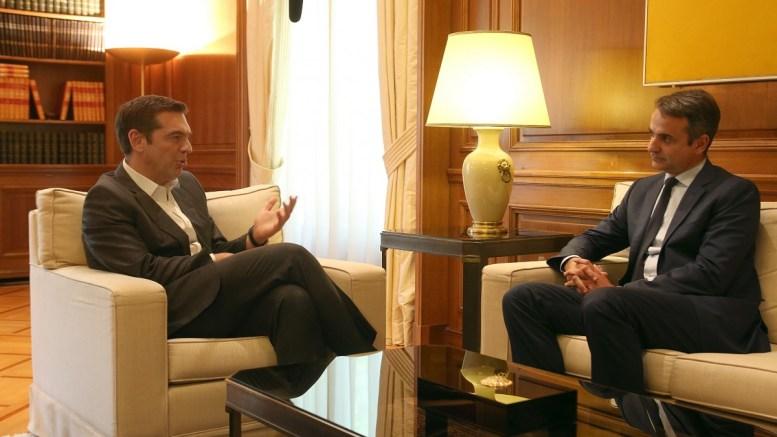 File Photo: Ο πρωθυπουργός Αλέξης Τσίπρας (Α) μιλά με τον πρόεδρο της ΝΔ Κυριάκο Μητσοτάκη (Δ) στο Μέγαρο Μαξίμου. ΑΠΕ-ΜΠΕ, Αλέξανδρος Μπελτές