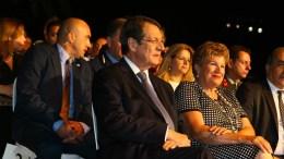 Ο Πρόεδρος της Δημοκρατίας κ. Νίκος Αναστασιάδης στην Εκδήλωση Μνήμης για τις μαύρες επετείους του πραξικοπήματος και της τουρκικής εισβολής, στο Προεδρικό Μέγαρο, με τη σύζυγό του Άντρη. Φωτογραφία ΣΤ. ΙΩΑΝΝΙΔΗΣ