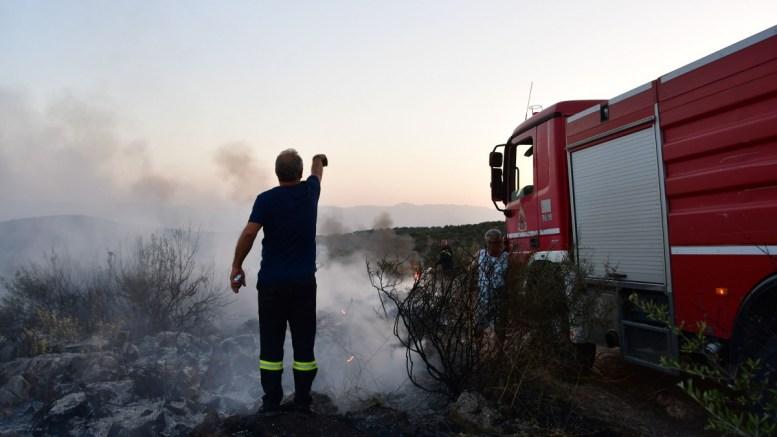 Πυρκαγιά σε εξέλιξη στον Κάλαμο Αττικής. ΦΩΤΟΓΡΑΦΙΑ ΑΡΧΕΙΟΥ. ΑΠΕ-ΜΠΕ, ΜΠΟΥΓΙΩΤΗΣ ΕΥΑΓΓΕΛΟΣ