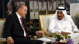 Turkish President Reccep Tayyip Erdogan (L) meeting with Saudi King Salman bin Abdulaziz Al Saud (R) in Jeddah, Saudi Arabia. EPA, TURKISH PRESIDENTAL PRESS OFFICE HANDOUT, EDITORIAL USE ONLY