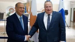 Ο Υπουργός Εξωτερικών Ιωάννης Κασουλίδης με τον Υπουργό Εξωτερικών της Ελλάδος Νίκο Κοτζιά . Φωτογραφία Αρχείου ΣΤ. ΙΩΑΝΝΙΔΗΣ