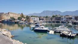 Ο κατεχόμενος Δήμος Κερύνειας με ανακοίνωση του καλεί την πολιτική ηγεσία του τόπου και ιδιαίτερα τον Πρόεδρο της Δημοκρατίας να αναλογιστούν τις ευθύνες τους και να μην επιτρέψουν λύση που να απεμπολά τα  ανθρώπινα δικαιώματά  αλλά και την ασφάλεια ολόκληρου του Κυπριακού λαού.  Φωτογραφία ΚΥΠΕ.