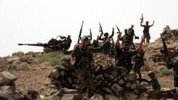 FILE PHOTO. Ο συριακός στρατός έχει φθάσει σε απόσταση τριών χιλιομέτρων από τον θύλακα που πολιορκεί το Ισλαμικό Κράτος στην Ντέιρ αλ-Ζορ. EPA, SANA HANDOUT
