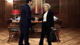 ΦΩΤΟΓΡΑΦΙΑ ΑΡΧΕΙΟΥ. Ο πρωθυπουργός, Αλέξης Τσίπρας (Α) υποδέχεται την Βασιλική Θάνου στο μέγαρο Μαξίμου. ΑΠΕ-ΜΠΕ, SIMELA PANTZARTZI