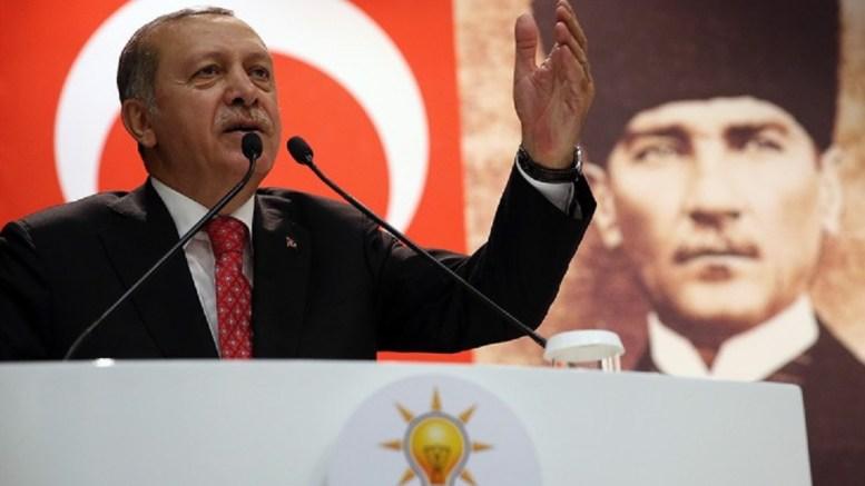 Ο πρόεδρος της Τουρκίας Ταγίπ Ερντογάν υπό το βλέμμα του Κεμάλ Ατατούρκ. Φωτογραφία Τουρκική Προεδρία.