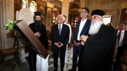 Ο Πρόεδρος της Δημοκρατίας, Προκόπης Παυλόπουλος (2Α), παρουσία του περιφερειάρχη Στερεάς Ελλάδας, Κώστα Μπακογιάννη (3Α), με αφορμή την επέτειο της Κοιμήσεως της Θεοτόκου, επισκέπτεται το ναό του Ευαγγελιστή Λουκά στη Θήβα, Τρίτη 15 Αυγούστου 2017. ΑΠΕ-ΜΠΕ, ΣΥΜΕΛΑ ΠΑΝΤΖΑΡΤΖΗ