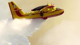 File Photo: Φωτογραφία που εικονίζει πυροσβεστικό αεροπλάνο CL-215 να συμμετέχει στην κατάσβεση πυρκαγιάς. ΑΠΕ- ΜΠΕ, ΓΡΑΦΕΙΟ ΤΥΠΟΥ ΓΕΕΘΑ /STR