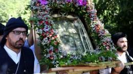 Λιτάνευση της ιεράς εικόνας της Παναγίας Σουμελά, στις Καστανιές Ημαθίας στο πλαίσιο των εκδηλώσεων για τον εορτασμό της Κοίμησης της Θεοτόκου. ΑΠΕ – ΜΠΕ/ Δημήτρης Στραβού