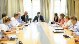 O υπουργός Εσωτερικών της Κύπρου, Κωνσταντίνος Πετρίδης, ο οποίος προήδρευσε σήμερα σύσκεψης για τον τουρισμό στο υπουργείο με τη συμμετοχή των εκπροσώπων της τουριστικής βιομηχανίας της Κύπρου ΠΑΣΥΞΕ και ΣΤΕΚ. Φωτογραφία: ΚΥΠΕ.