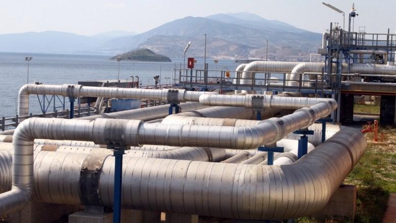 Φωτογραφία από τις εγκαταστάσεις του Σταθμού Υγροποιημένου Φυσικού Αερίου του ΔΕΣΦΑ στη νήσο Ρεβυθούσα. ΑΠΕ-ΜΠΕ/ΑΛΕΞΑΝΔΡΟΣ ΒΛΑΧΟΣ.