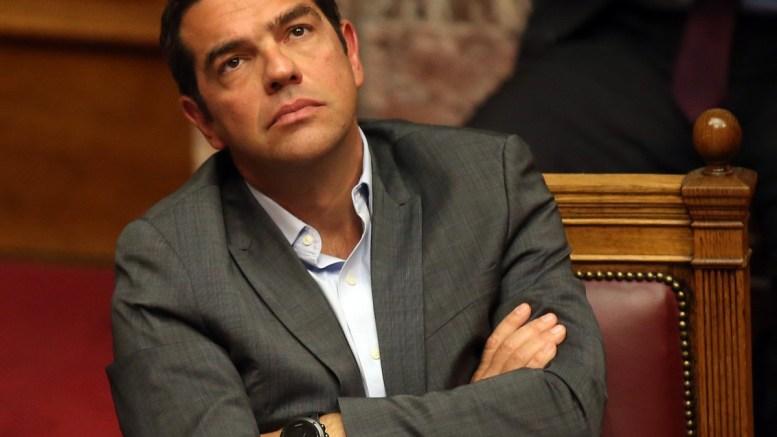 Ο πρωθυπουργός Αλέξης Τσίπρας παρέστη στην Ολομέλεια της Βουλής στη συζήτηση επί της προτάσεως που κατέθεσαν ο αρχηγός της Αξιωματικής Αντιπολίτευσης και πρόεδρος της ΝΔ Κυριάκος Μητσοτάκης και οι βουλευτές του κόμματός του, για σύσταση Εξεταστικής Επιτροπής, σχετικά με τη διερεύνηση της εμπλοκής του Υπουργού Εθνικής Άμυνας Πάνου Καμμένου και άλλων στελεχών και λειτουργών σε εκκρεμή δικαστική υπόθεση, τη Δευτέρα 25 Σεπτεμβρίου 2017. ΑΠΕ-ΜΠΕ, ΟΡΕΣΤΗΣ ΠΑΝΑΓΙΩΤΟΥ