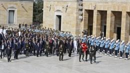 FILE PHOTO: Turkish President Recep Tayyip Erdogan (C) visits the Mausoleum of Mustafa Kemal Ataturk, considered the founder of modern Turkey, during a parade to mark Victory Day in Ankara, Turkey, 30 August 2017. EPA, TUMAY BERKIN