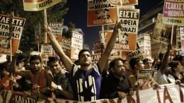 Διαδηλωτές παίρνουν μέρος σε αντιφασιστική πορεία, με αφορμή την συμπλήρωση τεσσάρων χρόνων από τη δολοφονία του Παύλου Φύσσα.  ΑΠΕ-ΜΠΕ, ΓΙΑΝΝΗΣ ΚΟΛΕΣΙΔΗΣ