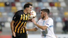 Lazaros Christodoulopoulos (L) of AEK Athens (L) vies for the ball with Leonard Zuta of NK Rijeka during the Uefa Europa League group D match between NK Rijeka and FC AEK Athens in Rijeka, Croatia, 14 September 2017. EPA, ANTONIO BAT