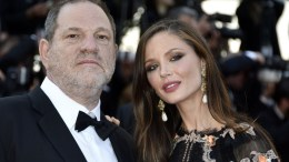 US designer Georgina Chapman (R) and her husband Harvey Weinstein (L) arrive for the 89th annual Academy Awards ceremony at the Dolby Theatre in Hollywood, California, USA, 26 February 2017.  EPA, PAUL BUCK