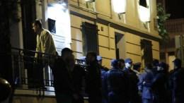 ΦΩΤΟΓΡΑΦΙΑ ΑΡΧΕΙΟΥ. Ο αδελφός (Α-ΠΑΝΩ) του δολοφονημένου μπαίνει στο δικηγορικό γραφείο που δολοφονήθηκε ο δικηγόρος Μιχάλης Ζαφειρόπουλος και γιος του πρώην βουλευτή της Νέας Δημοκρατίας, Επαμεινώνδα Ζαφειρόπουλου. ΑΠΕ ΜΠΕ/ΓΙΑΝΝΗΣ ΚΟΛΕΣΙΔΗΣ