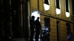 ΦΩΤΟΓΡΑΦΙΑ ΑΡΧΕΙΟΥ. Άνδρες της Αντιτρομοκρατικής έξω από το δικηγορικό γραφείο που δολοφονήθηκε ο δικηγόρος Μιχάλης Ζαφειρόπουλος. ΑΠΕ ΜΠΕ/ΓΙΑΝΝΗΣ ΚΟΛΕΣΙΔΗΣ