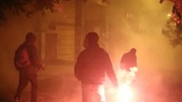 File Photo: Άνδρες πετουν βόμβες μολότοφ κατά τη διάρκεια επεισοδίων με άνδρες των ΜΑΤ, στα Εξάρχεια, μετά το τέλος της πορείας της 44ης επετείου της εξέγερσης του Πολυτεχνείου το 1973, στην Αθήνα, Παρασκευή 17 Νοεμβρίου 2017. ΑΠΕ ΜΠΕ, ΘΑΝΑΣΗΣ ΚΑΜΒΥΣΗΣ