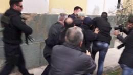 Συγγενείς και φιλοι της δολοφονημένης Δώρας Ζέμπερη στα δικαστήρια της π. Σχολής Ευελπίδων αντιδούν κατα την εξοδο του φερόμενου ως δολοφόνου στα δικαστήρια της π. Σχολής Ευελπίδων , Τετάρτη 8 Νοεμβρίου 2017. ΑΠΕ-ΜΠΕ/Σοροβός Κ