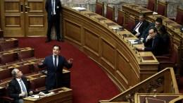 Ο αντιπρόεδρος της ΝΔ Άδωνις Γεωργιάδης (2Α) μιλάει στη συζήτηση στην Ολομέλεια της Βουλής για την κύρωση του Κρατικού Προϋπολογισμού οικονομικού έτους 2018, Αθήνα, Τετάρτη 13 Δεκεμβρίου 2017. ΑΠΕ-ΜΠΕ/ΣΥΜΕΛΑ ΠΑΝΤΖΑΡΤΖΗ